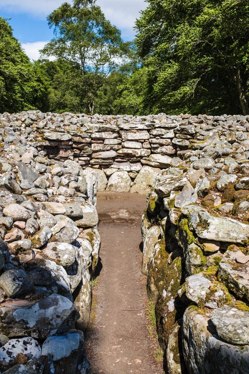Passage cairn